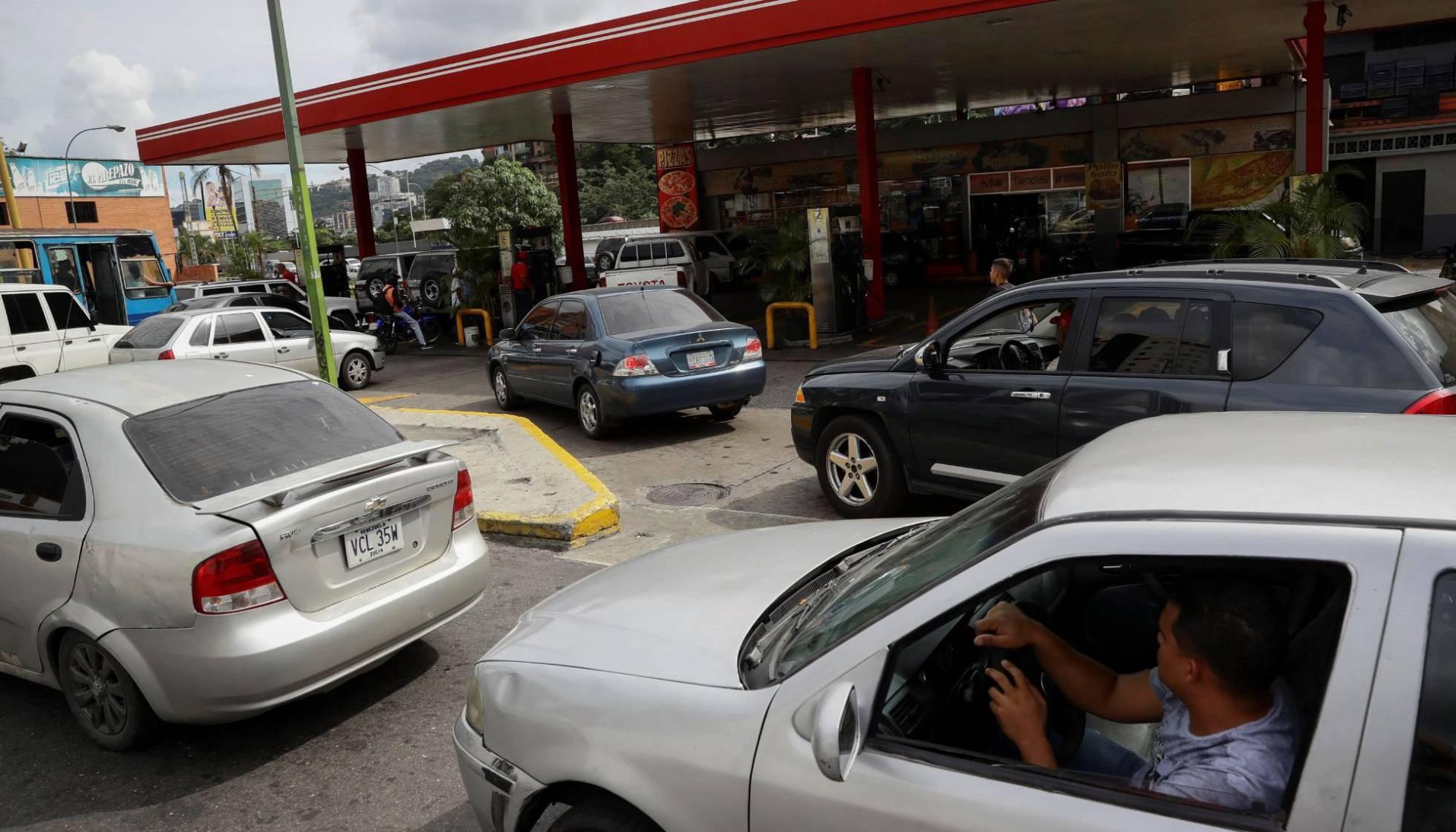 Diario Frontera, Frontera Digital,  CRISIS DE GASOLINA, Nacionales, ,Venezuela recibe 2020 con otra crisis de escasez de combustible
