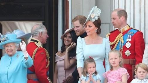 http://fronteradigital.com.ve/El monumental enfado de la Reina Isabel II  por el desplante del Príncipe Harry y Meghan Markle