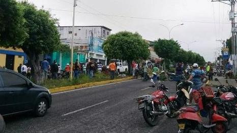 http://fronteradigital.com.ve/MOTOTAXISTAS MANIFESTARON  Y TRANCARON LA AV. BOLÍVAR PARA EXIGIR GASOLINA