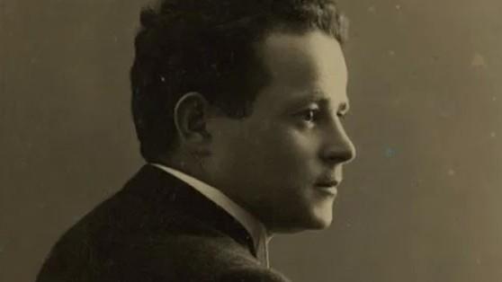http://fronteradigital.com.ve/Fue asesinado junto a su hijo en la cámara de gas de Auschwitz  pero antes enterró tres botellas con el relato del horror