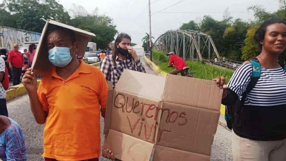 http://fronteradigital.com.ve/PACIENTES ONCOLÓGICOS Y DIALIZADOS MANIFESTARON EN LA PANAMERICANA EN NUEVA BOLIVIA Y CAJA SECA