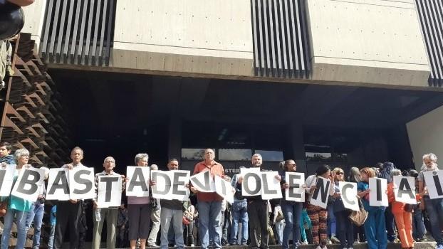 http://fronteradigital.com.ve/Periodistas protestaron frente al MP para denunciar agresiones