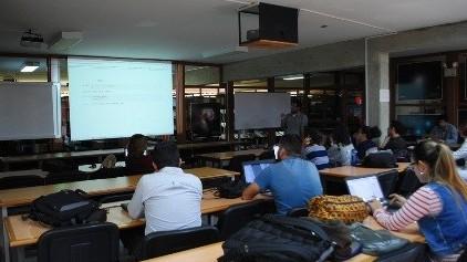 http://fronteradigital.com.ve/Personal científico del Cida y estudiantes  se preparan en el  uso de Python