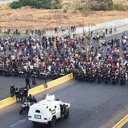 Diario Frontera, Frontera Digital,  MERCADO LAS PULGAS, MARACAIBO, Nacionales, ,GNB reprime con lacrimógenas  protesta en mercado Las Pulgas de Maracaibo