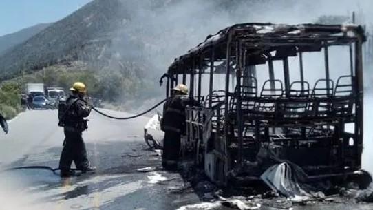 http://fronteradigital.com.ve/Unidad de transporte Vigía- Mérida  se consumió en llamas por desperfecto eléctrico