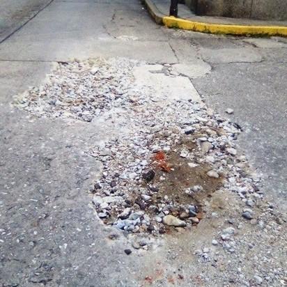 Frontera Digital,  TRABAJO INCOMPLETO, AGIUAS DE MÉRIDA, Regionales,  Inconclusa reparación brote de agua  en avenida 8 con Pasaje Santa Fe de Mérida