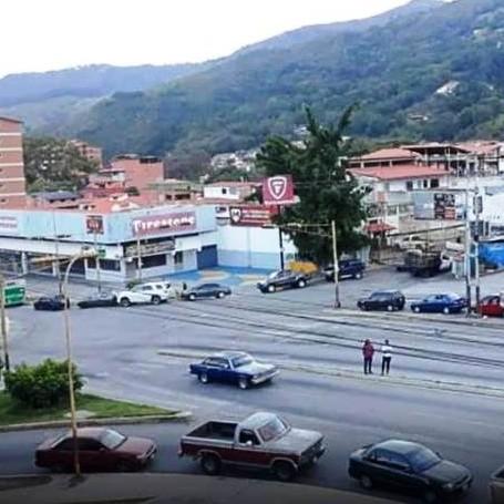 Diario Frontera, Frontera Digital,  COLAS INTERMINABLES, GASOLINA, MÉRIDA, Regionales, ,Mérida   Conductores hacen colas nocturnas  y kilométricas por gasolina dolarizada