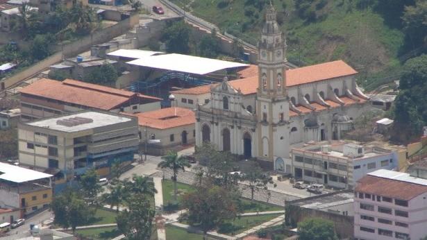 http://fronteradigital.com.ve/LLUVIAS AFECTARON VIALIDAD DE EL GUAYABAL EN ANTONIO PINTO SALINAS
