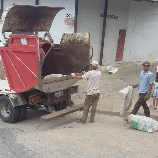Diario Frontera, Frontera Digital,  SANTA CRUZ DE MORA, Regionales, ,Comunidades y autoridades en Santa Cruz de Mora,  surten de diésel camiones del aseo urbano