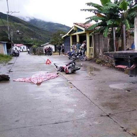 Diario Frontera, Frontera Digital,  RÍO NEGRO, Sucesos, ,Motorizado perdió la vida al impactar contra camión en Guaraque