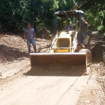 Diario Frontera, Frontera Digital,  EDGAR MÁRQUEZ, Mocoties, ,Edgar Márquez recupera tercera máquina pesada  para mantener vías de Pinto Salinas