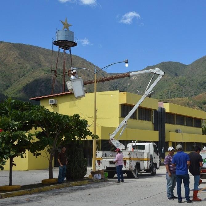 Diario Frontera, Frontera Digital,  BOMBILLOS PARA TOVAR, Mocoties, ,Alcaldía y Corpoelec instalaron bombillos en sectores tovareños