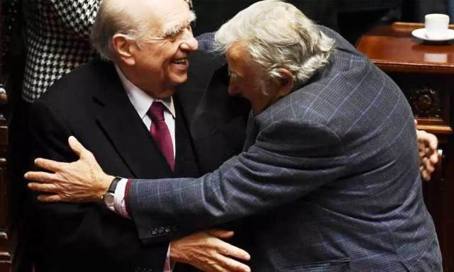 Diario Frontera, Frontera Digital,  PARLAMENTO DE URUGUAY, Internacionales, ,El adiós de Mujica y Sanguinetti al Senado:  Del abrazo entre ellos al cariño de los funcionarios