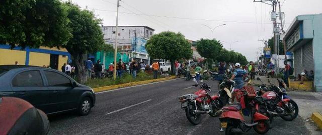 Diario Frontera, Frontera Digital,  MPTOTAXISTAS, Panamericana, ,MOTOTAXISTAS MANIFESTARON  Y TRANCARON LA AV. BOLÍVAR PARA EXIGIR GASOLINA