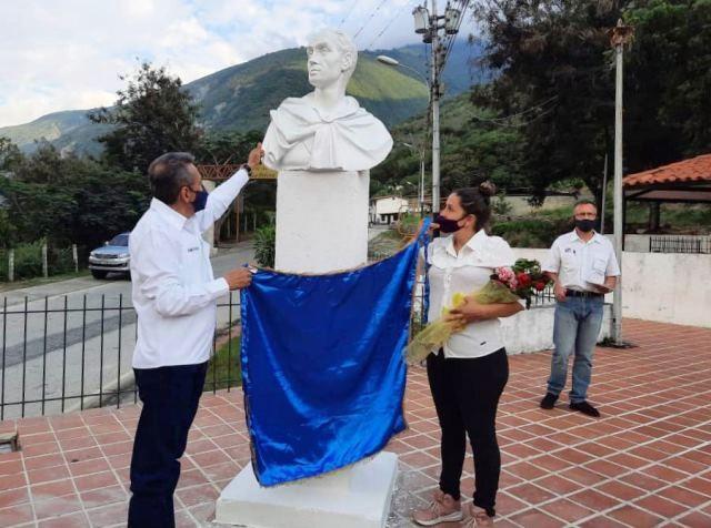 Diario Frontera, Frontera Digital,  GOBIERNO DE MÉRIDA, MESA DE LAS PALMAS, Mocoties, ,Ramón Guevara develó busto de Bolívar en la plaza de Mesa de las Palmas