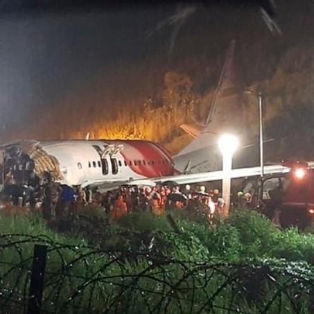 Diario Frontera, Frontera Digital,  INDIA, AVIÓN, Air India, Internacionales, ,16 fallecidos en accidente de avión que se partió en dos en la India
